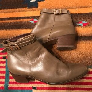 J Crew Ankle Boots Size 8 olive green